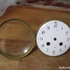 Recambios de relojes: ANTIGUA PUERTA DELANTERA CON CRISTAL ABOMBADO Y ESFERA PORCELANA PARA MAQUINARIA PARIS-LOTE 121. Lote 153441778