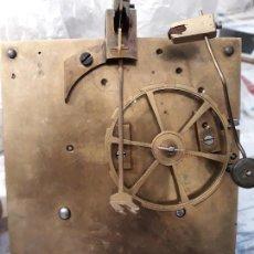 Recambios de relojes: ANTIGUA MAQUINARIA DE RELOJ DE CUERDA. FUNCIONA.. Lote 160479886