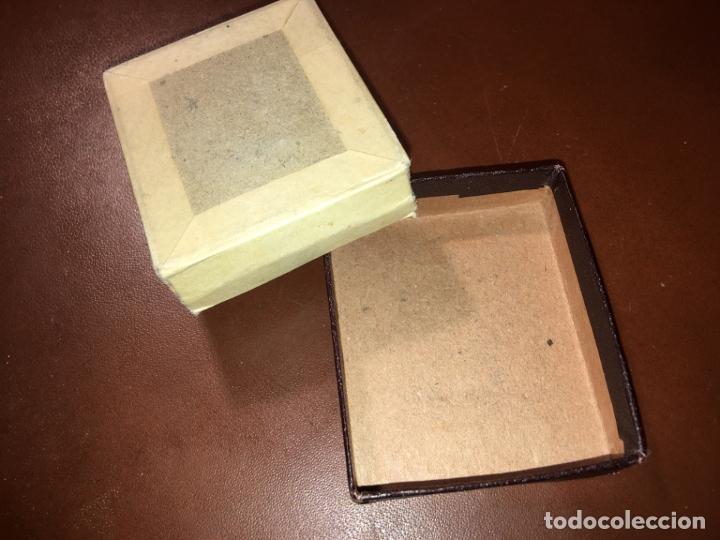 Recambios de relojes: Caja de carton para reloj Omega, mide 5,5x4,8x1,5 cms. la parte blanca suelta en dos esquinas. - Foto 3 - 181119178