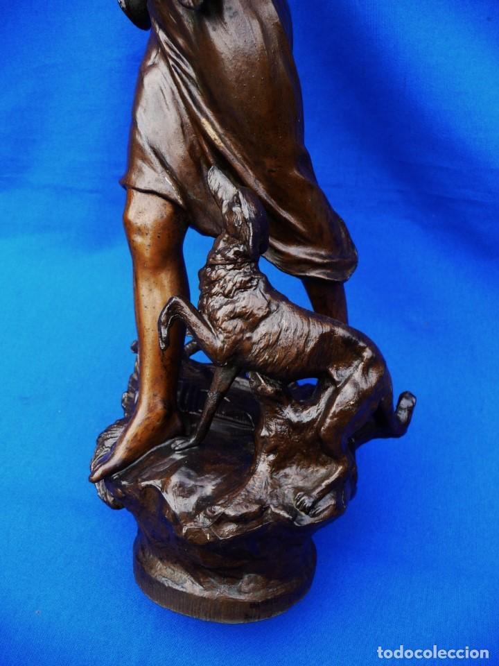Recambios de relojes: Escultura, niña con perro, para embellecer el reloj o la decoración, ref 05. - Foto 4 - 194700185