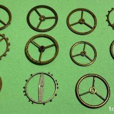 Recambios de relojes: 12 VOLANTES GRANDES ( DE BOLSILLO ) SIN EJES . Lote 195354810
