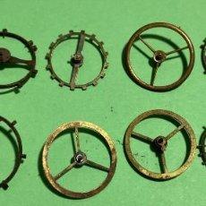 Recambios de relojes: 11 VOLANTES GRANDES ( DE BOLSILLO ) EJES ROTOS.. Lote 195354850