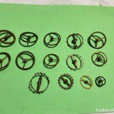 Recambios de relojes: 14 VOLANTES GRANDES DE BOLSILLO EJES BIÉN . Lote 195354933