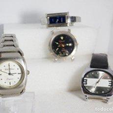 Recambios de relojes: LOTE DE 4 RELOJES VARIADOS SIN PROBAR NO TESTADOS PARA RESTAURACION LOTE WATCHES. Lote 195435505