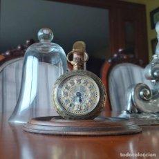 Recambios de relojes: SOPORTE PORTA RELOJ BOLSILLO MADERA, BRONCE Y FANAL CRISTAL. Lote 198833942