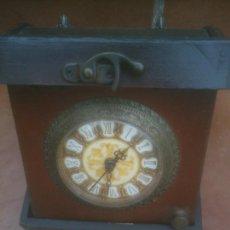 Recambios de relojes: RELOJ DE PILA CON CAJA DE MADERA. Lote 218053505