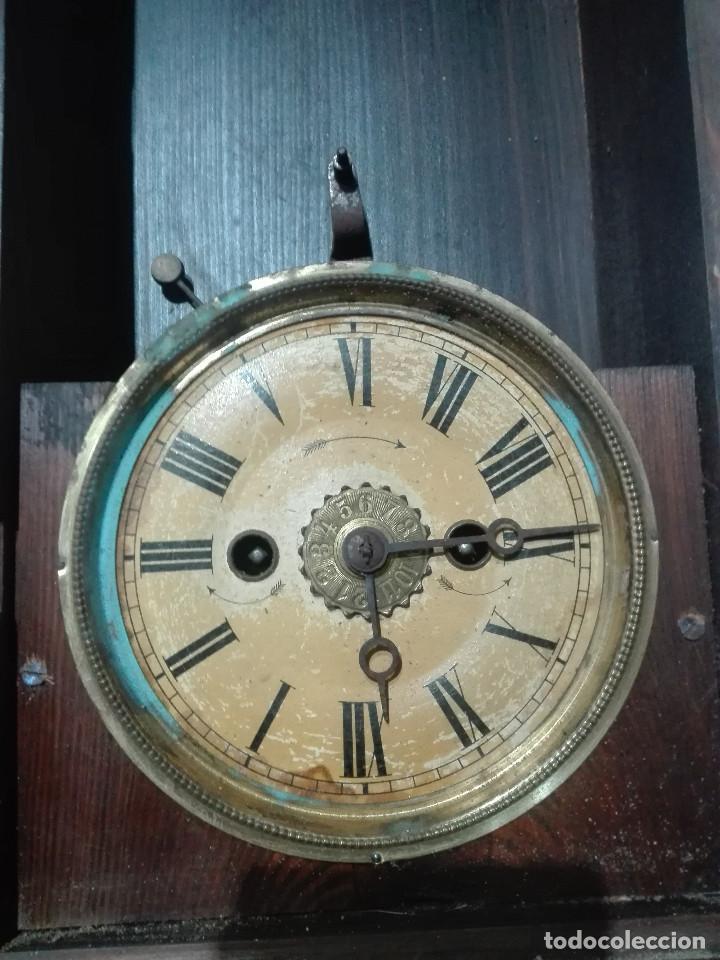 Recambios de relojes: Antiguo reloj centenario en mueble estilo capilla madera con cristal 2,2kg (EL RELOJ NO FUNCIONA) - Foto 2 - 221507763