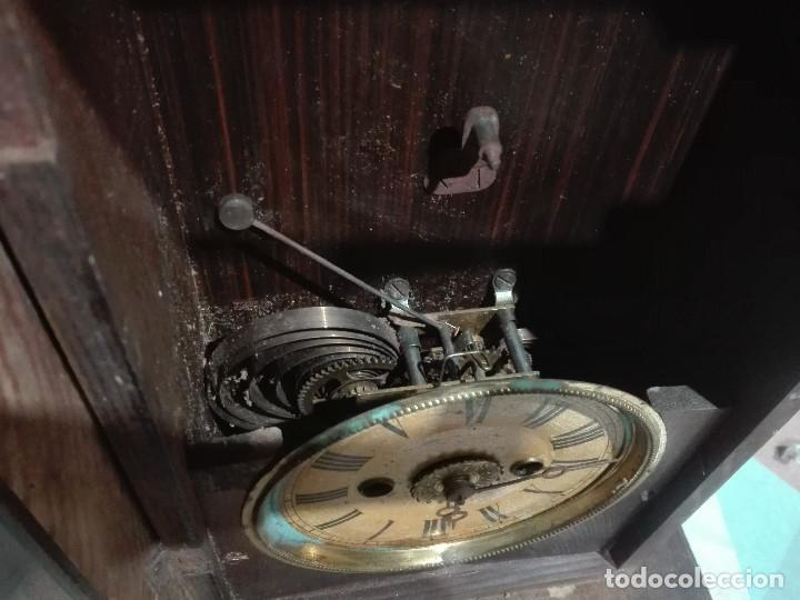 Recambios de relojes: Antiguo reloj centenario en mueble estilo capilla madera con cristal 2,2kg (EL RELOJ NO FUNCIONA) - Foto 3 - 221507763