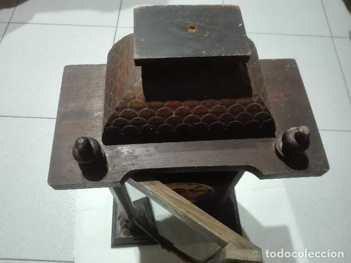 Recambios de relojes: Antiguo reloj centenario en mueble estilo capilla madera con cristal 2,2kg (EL RELOJ NO FUNCIONA) - Foto 4 - 221507763