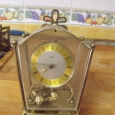 Recambios de relojes: ANTIGUA MAQUINARIA SCHATZ DE PENDULO DE 400 HORAS- CON MUEBLE CON CRISTAL-LOTE 367. Lote 246473040
