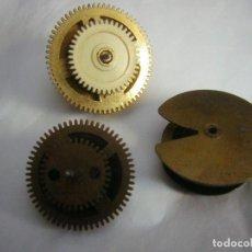 Recambios de relojes: RUEDAS DE CADENAS 3 DISTINTA MEDIDA, PARA RELOJ CUCO O SIMILAR. Lote 294443423