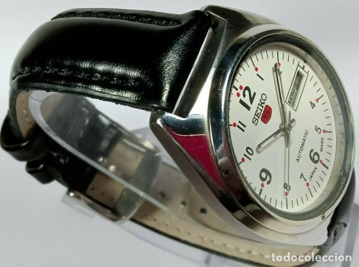 Relojes - Seiko: Vintage Seiko 5 Movimiento automático, reloj analógico con dial de fecha y día - Foto 2 - 194588711