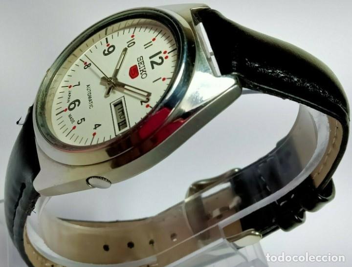 Relojes - Seiko: Vintage Seiko 5 Movimiento automático, reloj analógico con dial de fecha y día - Foto 3 - 194588711