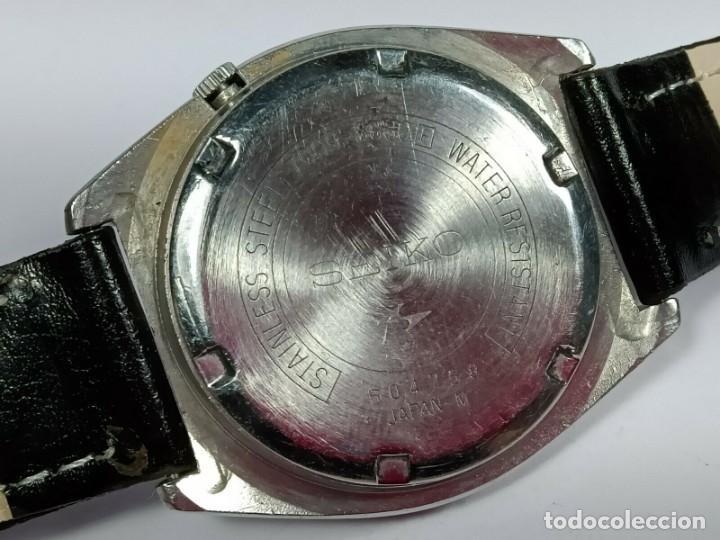 Relojes - Seiko: Vintage Seiko 5 Movimiento automático, reloj analógico con dial de fecha y día - Foto 6 - 194588711