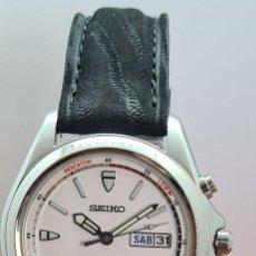 Relojes - Seiko: RELOJ (VINTAGE) SEIKO. KINETIC, AUTOMÁTICO, ESFERA BLANCA, DOBLE CALENDARIO TRES, CORREA CUERO NEGRA. Lote 284396488