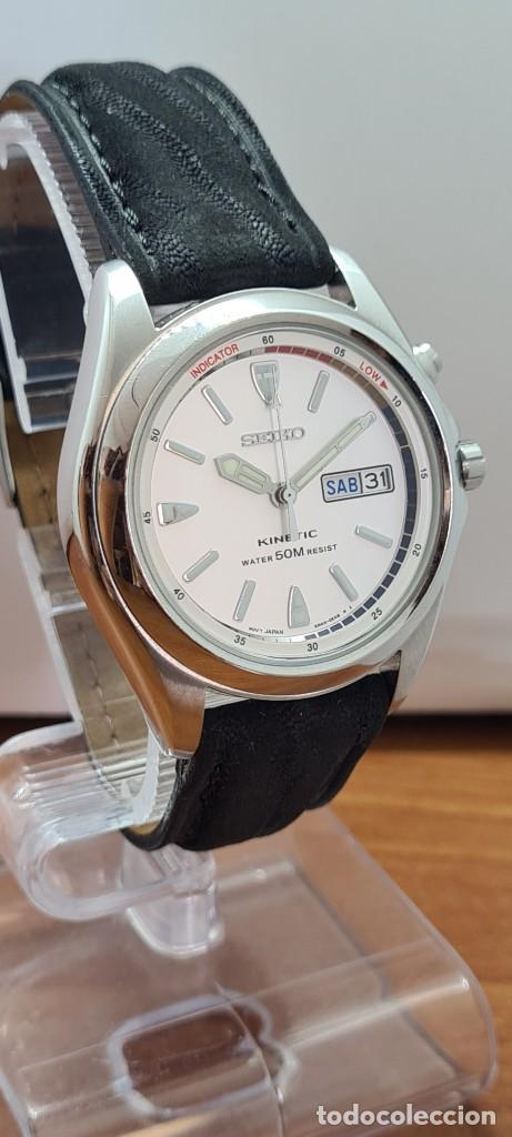 Relojes - Seiko: Reloj (Vintage) SEIKO. Kinetic, automático, esfera blanca, doble calendario tres, correa cuero negra - Foto 3 - 284396488