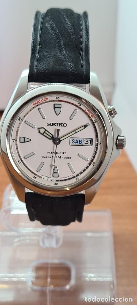 Relojes - Seiko: Reloj (Vintage) SEIKO. Kinetic, automático, esfera blanca, doble calendario tres, correa cuero negra - Foto 4 - 284396488