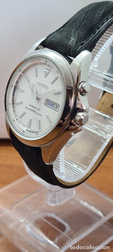Relojes - Seiko: Reloj (Vintage) SEIKO. Kinetic, automático, esfera blanca, doble calendario tres, correa cuero negra - Foto 5 - 284396488