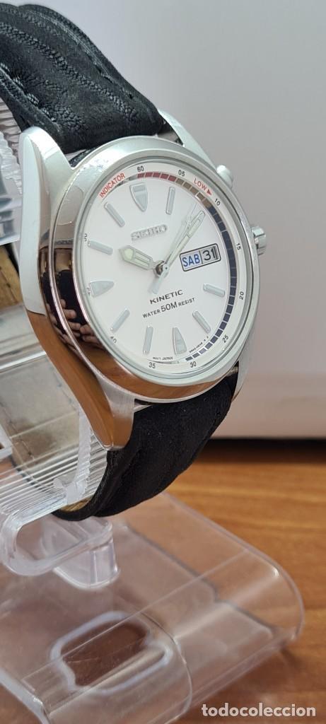 Relojes - Seiko: Reloj (Vintage) SEIKO. Kinetic, automático, esfera blanca, doble calendario tres, correa cuero negra - Foto 6 - 284396488