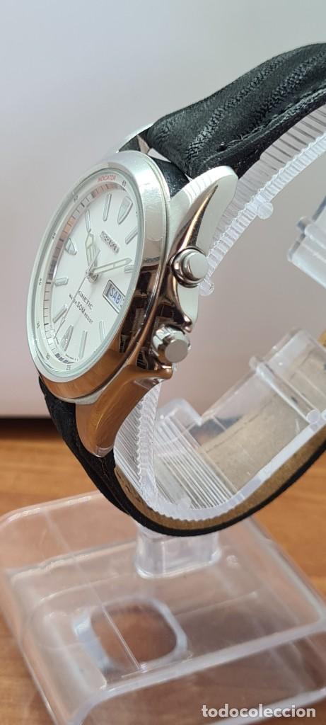 Relojes - Seiko: Reloj (Vintage) SEIKO. Kinetic, automático, esfera blanca, doble calendario tres, correa cuero negra - Foto 7 - 284396488