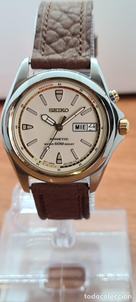 RELOJ (VINTAGE) SEIKO. KINETIC, AUTOMÁTICO, ESFERA BLANCA, DOBLE CALENDARIO TRES, CORREA CUERO MARRÓ (Relojes - Relojes Actuales - Seiko)
