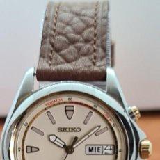 Relojes - Seiko: RELOJ (VINTAGE) SEIKO. KINETIC, AUTOMÁTICO, ESFERA BLANCA, DOBLE CALENDARIO TRES, CORREA CUERO MARRÓ. Lote 284403608