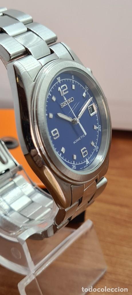 Relojes - Seiko: Reloj (Vintage) SEIKO. Kinetic, automático, esfera azul, calendario tres, correa de acero original - Foto 6 - 284409368