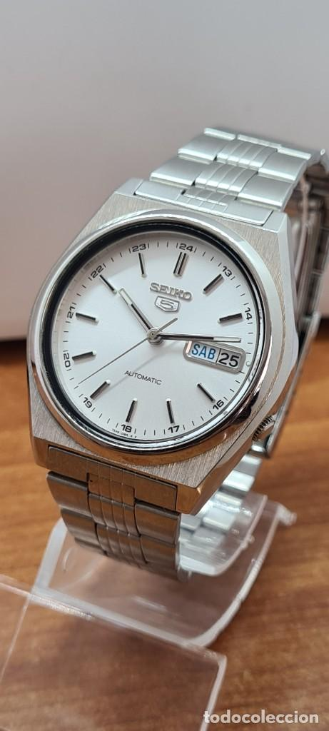Relojes - Seiko: Reloj (Vintage) SEIKO 5, automático 21 rubis, esfera blanca, doble calendario tres, correa acero, - Foto 2 - 284412908