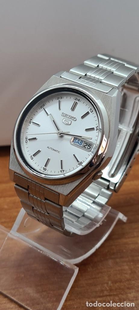 Relojes - Seiko: Reloj (Vintage) SEIKO 5, automático 21 rubis, esfera blanca, doble calendario tres, correa acero. - Foto 4 - 284414043