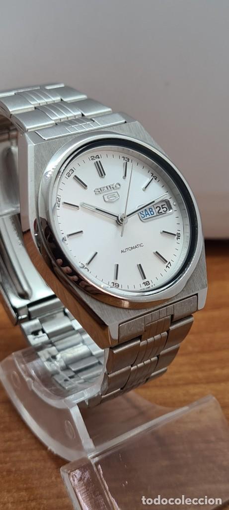 Relojes - Seiko: Reloj (Vintage) SEIKO 5, automático 21 rubis, esfera blanca, doble calendario tres, correa acero. - Foto 5 - 284414043