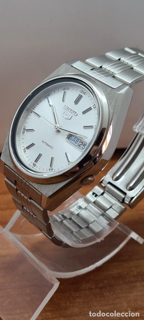 Relojes - Seiko: Reloj (Vintage) SEIKO 5, automático 21 rubis, esfera blanca, doble calendario tres, correa acero. - Foto 6 - 284414043