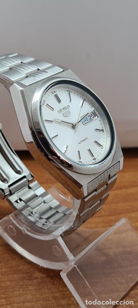 Relojes - Seiko: Reloj (Vintage) SEIKO 5, automático 21 rubis, esfera blanca, doble calendario tres, correa acero. - Foto 7 - 284414043