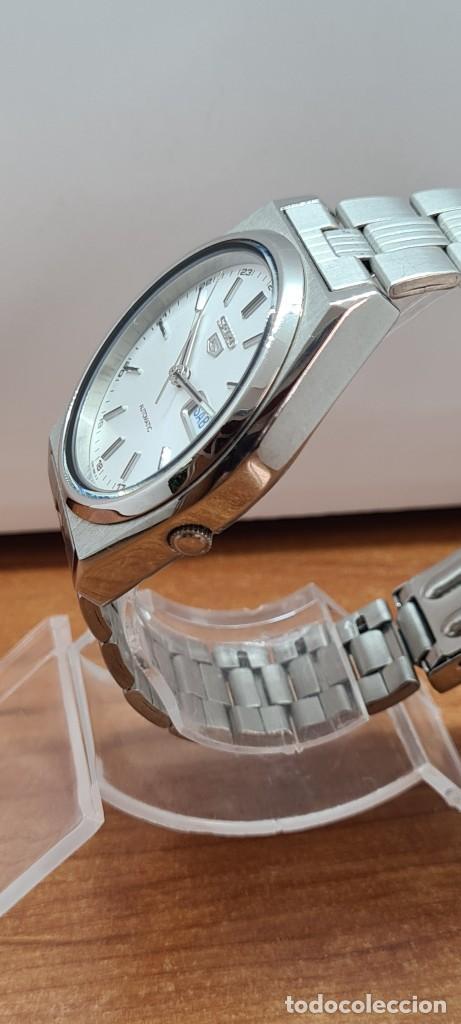 Relojes - Seiko: Reloj (Vintage) SEIKO 5, automático 21 rubis, esfera blanca, doble calendario tres, correa acero. - Foto 8 - 284414043