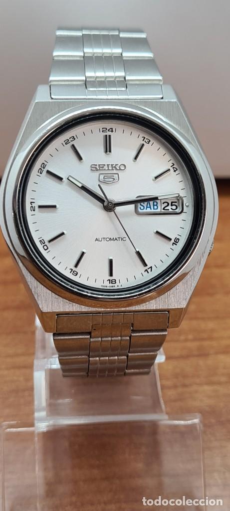 Relojes - Seiko: Reloj (Vintage) SEIKO 5, automático 21 rubis, esfera blanca, doble calendario tres, correa acero. - Foto 9 - 284414043