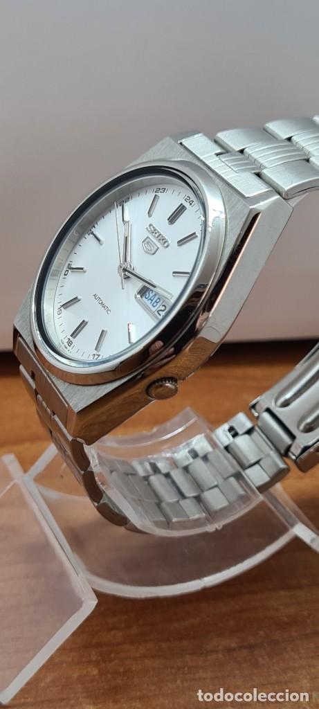 Relojes - Seiko: Reloj (Vintage) SEIKO 5, automático 21 rubis, esfera blanca, doble calendario tres, correa acero. - Foto 11 - 284414043