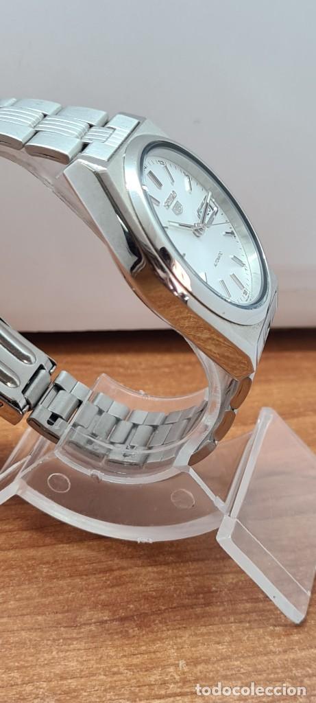 Relojes - Seiko: Reloj (Vintage) SEIKO 5, automático 21 rubis, esfera blanca, doble calendario tres, correa acero. - Foto 14 - 284414043