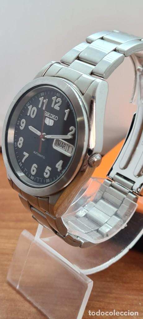 Relojes - Seiko: Reloj (Vintage) SEIKO 5, automático 21 rubis, esfera negra, doble calendario tres, correa de acero - Foto 4 - 284415463