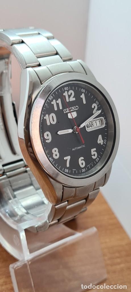 Relojes - Seiko: Reloj (Vintage) SEIKO 5, automático 21 rubis, esfera negra, doble calendario tres, correa de acero - Foto 5 - 284415463