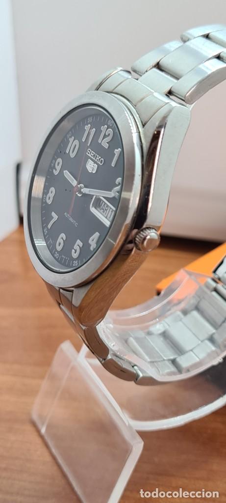 Relojes - Seiko: Reloj (Vintage) SEIKO 5, automático 21 rubis, esfera negra, doble calendario tres, correa de acero - Foto 6 - 284415463