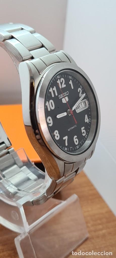 Relojes - Seiko: Reloj (Vintage) SEIKO 5, automático 21 rubis, esfera negra, doble calendario tres, correa de acero - Foto 7 - 284415463