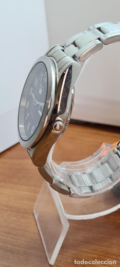 Relojes - Seiko: Reloj (Vintage) SEIKO 5, automático 21 rubis, esfera negra, doble calendario tres, correa de acero - Foto 12 - 284415463