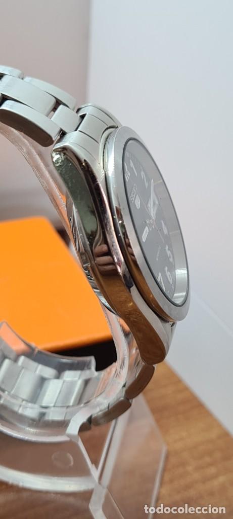 Relojes - Seiko: Reloj (Vintage) SEIKO 5, automático 21 rubis, esfera negra, doble calendario tres, correa de acero - Foto 14 - 284415463