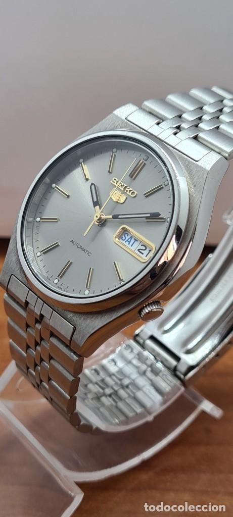 Relojes - Seiko: Reloj (Vintage) SEIKO 5, automático 21 rubis, esfera gris, doble calendario tres, correa acero Seiko - Foto 2 - 284416713