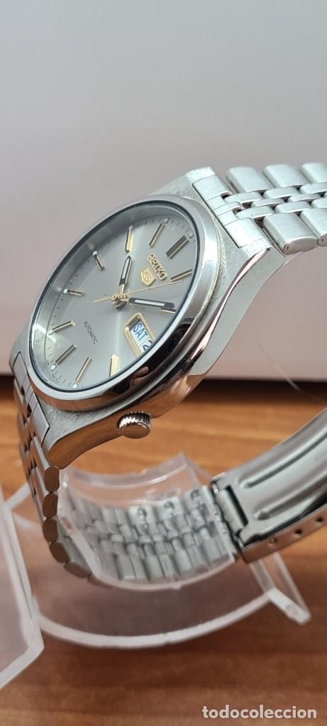 Relojes - Seiko: Reloj (Vintage) SEIKO 5, automático 21 rubis, esfera gris, doble calendario tres, correa acero Seiko - Foto 6 - 284416713