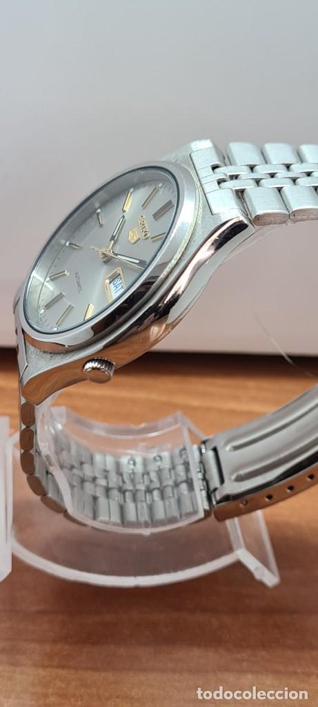 Relojes - Seiko: Reloj (Vintage) SEIKO 5, automático 21 rubis, esfera gris, doble calendario tres, correa acero Seiko - Foto 8 - 284416713