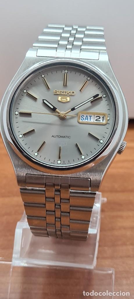 Relojes - Seiko: Reloj (Vintage) SEIKO 5, automático 21 rubis, esfera gris, doble calendario tres, correa acero Seiko - Foto 9 - 284416713