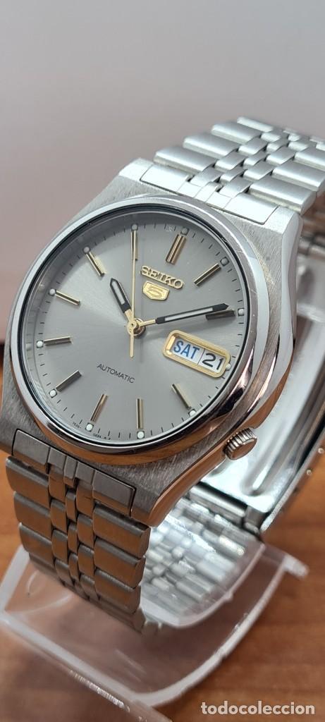 Relojes - Seiko: Reloj (Vintage) SEIKO 5, automático 21 rubis, esfera gris, doble calendario tres, correa acero Seiko - Foto 13 - 284416713