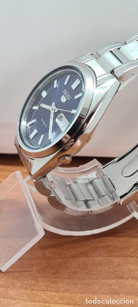 Relojes - Seiko: Reloj (Vintage) SEIKO 5, automático 21 rubis, esfera azul, doble calendario tres, correa acero Seiko - Foto 3 - 284417078