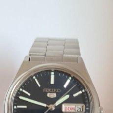 Relojes - Seiko: RELOJ (VINTAGE) SEIKO 5, AUTOMÁTICO ACERO, MAQUINA VISTA, ESFERA AZUL, DOBLE CALENDARIO CORREA SEIKO. Lote 291177178