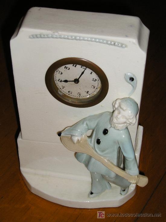Relojes de carga manual: ANTIGUO RELOJ DE SOBREMESA DE CARGA MANUAL EN MAYOLICA CON FIGURA DE MUSICO - Foto 2 - 27482624